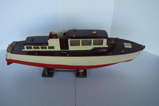"""30"""" Orkin Craft Cabin Cruiser $1,200"""